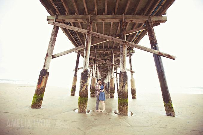 engagementsession_newportbeach_california_pier_amelialyonphotography_009.jpg