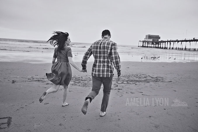 engagementsession_newportbeach_california_pier_amelialyonphotography_015.jpg