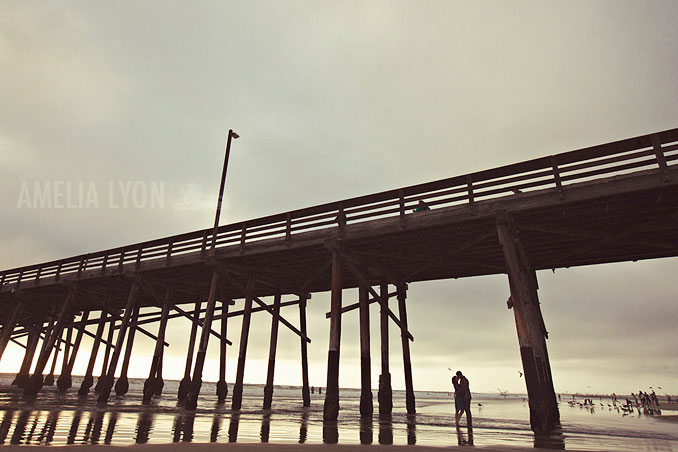 engagementsession_newportbeach_california_pier_amelialyonphotography_016.jpg