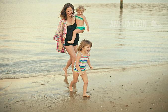 maternityportraits_orangecounty_paddleboard_jill_amelialyonphotography_007.jpg