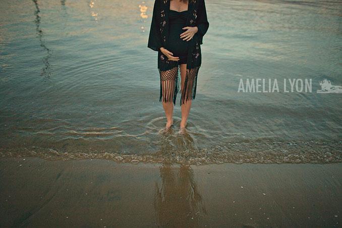 maternityportraits_orangecounty_paddleboard_jill_amelialyonphotography_010.jpg