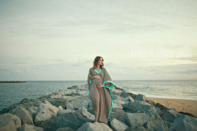 maternityportraits_orangecounty_paddleboard_jill_amelialyonphotography_012.jpg