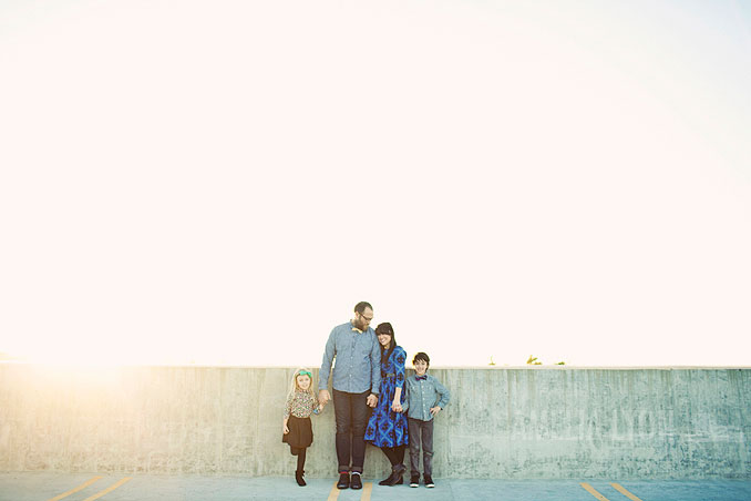 sloan_family_portraits_parkinggarage_amelialyonphotography_orangecounty003.jpg