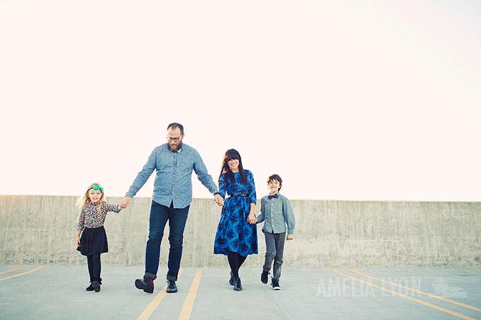 sloan_family_portraits_parkinggarage_amelialyonphotography_orangecounty004.jpg