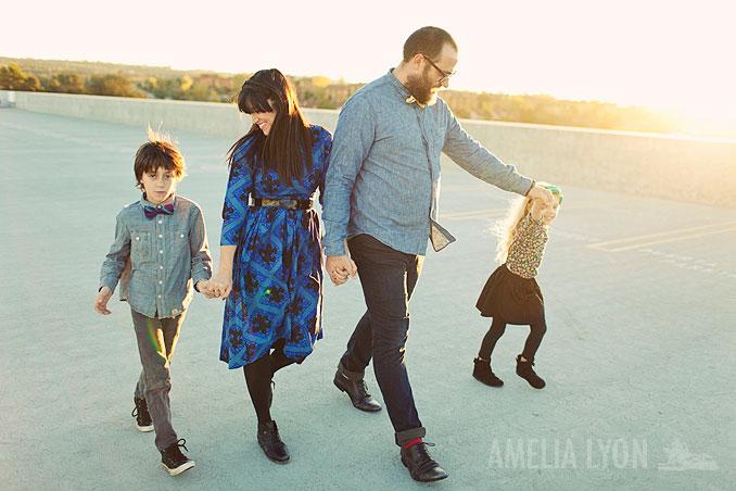 sloan_family_portraits_parkinggarage_amelialyonphotography_orangecounty008.jpg