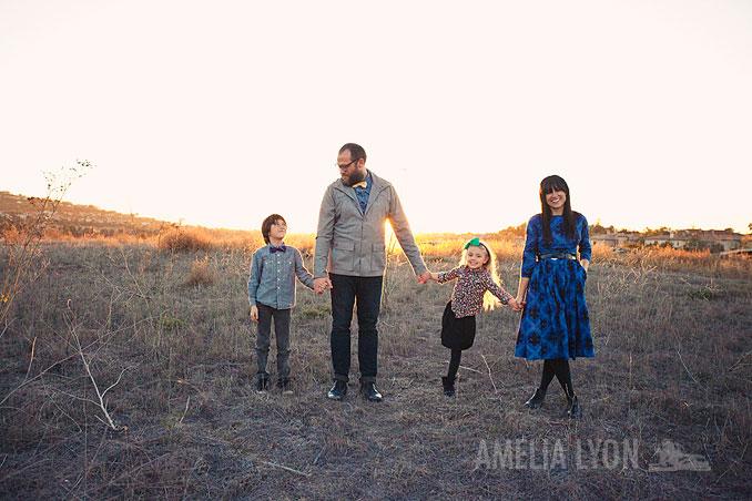 sloan_family_portraits_parkinggarage_amelialyonphotography_orangecounty012.jpg