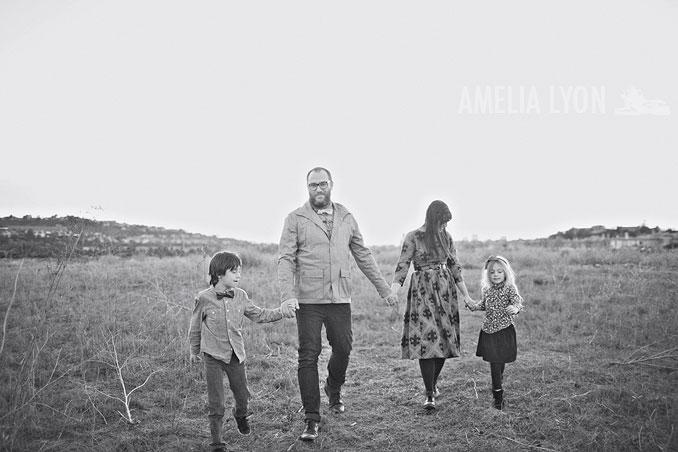 sloan_family_portraits_parkinggarage_amelialyonphotography_orangecounty022.jpg