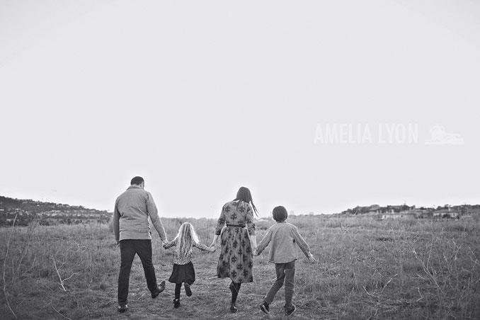 sloan_family_portraits_parkinggarage_amelialyonphotography_orangecounty023.jpg